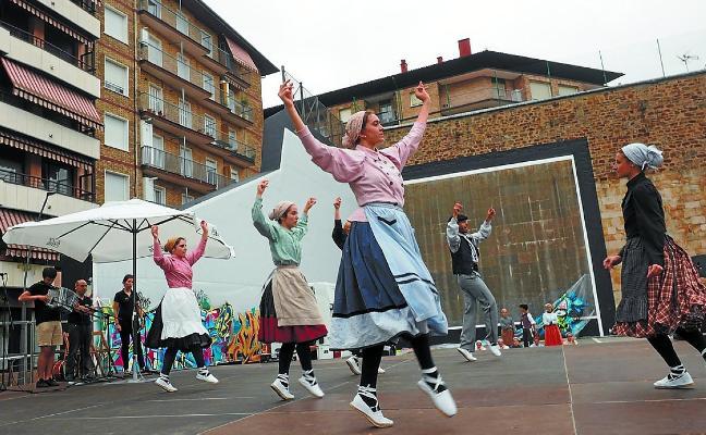 Irrintzi lleva sus bailes a Areso