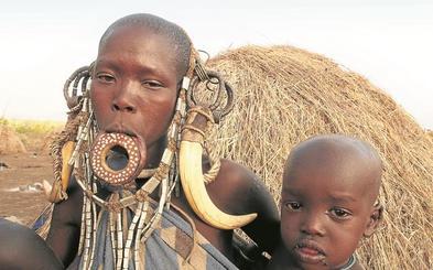 Un viaje al pasado con la tribu de los mursi