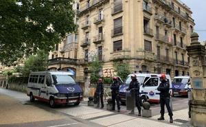 Un detenido y 32 personas desalojadas de un edificio 'okupa' en el centro de Donostia