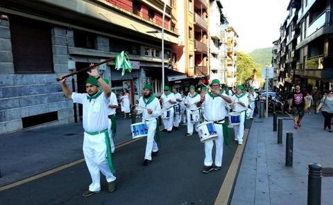 La 'Marcha Xantalen' volvió a escucharse en las calles de la Parte Vieja