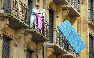 La limpieza del edificio 'okupa' desalojado en Donostia costará 14.000 euros