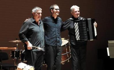 Silboberri Txistu Elkartea estrena 'Bestearen aztarnak', de Voro García, en la Quincena