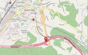 Herido el conductor de una furgoneta al colisionar con una grúa en Zumarraga