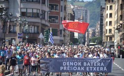 Un millar de personas pide en Bilbao la liberación de los presos de ETA