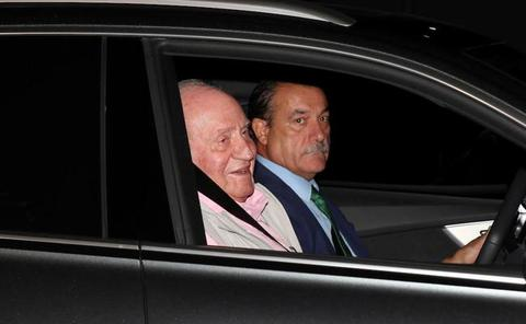El rey Juan Carlos ingresa en el hospital: «Me veréis a la salida»