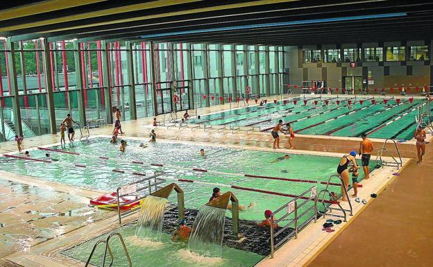 Natación. En las piscinas de Azken Portu se ofertan cerca de 130 cursos para todas las edades./FLOREN PORTU