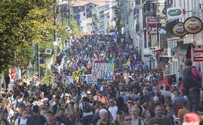 Los refugiados y el clima protagonizan la marcha