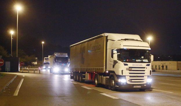 La presión de los transportistas contra el blindaje del G-7 les abre la frontera