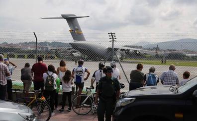 El avión de carga del Ejército de Estados Unidos vuelve para llevarse al 'Marine One' de Trump