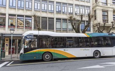 Ochenta jóvenes intentan un 'sinpa' en un autobús urbano de Pamplona