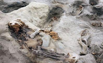 Arqueólogos hallan 227 restos de niños sacrificados en ritual precolombino