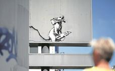 Arrancan el grafiti de Banksy del parking del Pompidou de París