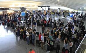 Las huelgas en Iberia y British Airways han obligado a cancelar este lunes seis vuelos en Loiu