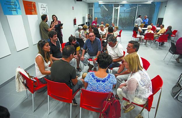 Presencial. Reunión de presupuestos participativos del pasado año en Palmera Montero./F. DE LA HERA