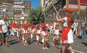 Beraun culminó sus fiestas patronales con una gran tamborrada infantil