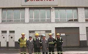 Visita de Zubizarreta y Azkoitia a la planta de Sidenor del municipio