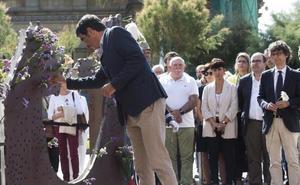 Las víctimas del franquismo reciben el homenaje de las instituciones en Donostia