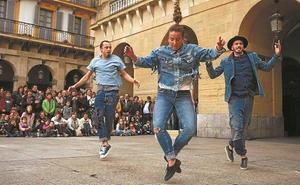 Kukai y Brodas Bross representan 'Topa' esta tarde en la plaza del Ensanche