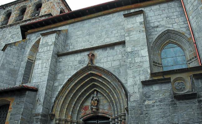 El traslado del párroco a Oñati subleva a la comunidad cristiana