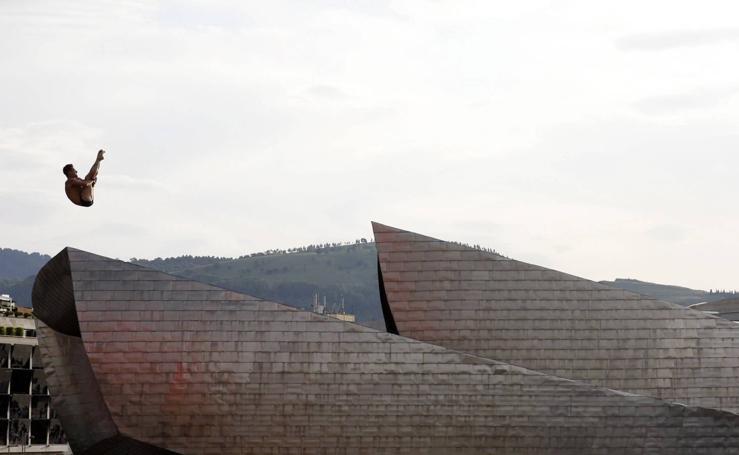 Espéctaculo junto al Guggenheim