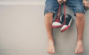 Las caídas frecuentes de los niños pueden ser un síntoma de problemas en los pies