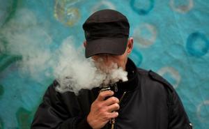 Sanidad insiste en que los cigarrillos electrónicos, con y sin nicotina, son nocivos para la salud
