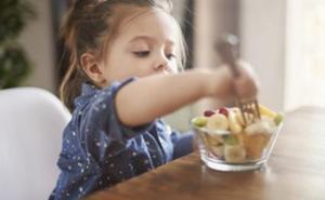 Casi la mitad de los niños no merienda fruta de forma diaria