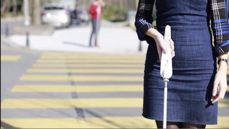 Inventan un bastón inteligente capaz de detectar obstáculos