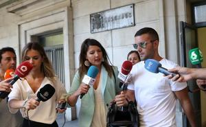 Los tres de 'La Manada' que robaron las gafas en Donostia, condenados a una multa de 810 euros