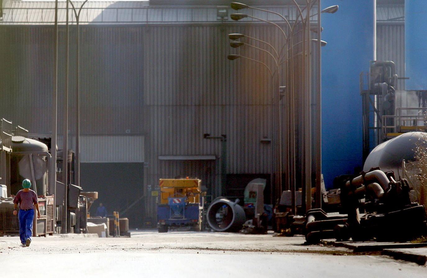 Acerinox anuncia un ERE para unos 300 trabajadores de su factoría de Cádiz