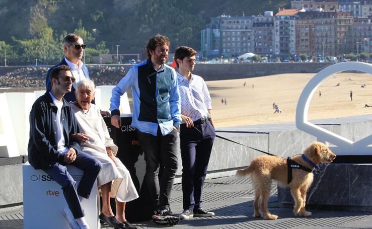 Dos hermanos, la abuela y un perro en 'Diecisiete'
