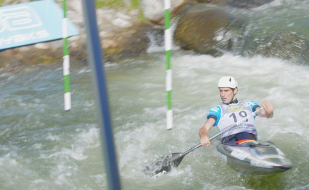 Ander Elosegui, en la semifinal del Campeonato del Mundo, disputado en las aguas bravas de Seo de Urgel./BAT Basque Team