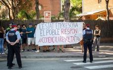 Una veintena de CDR protestan en la Fiesta de la Rosa del PSC a la que acude Pedro Sánchez