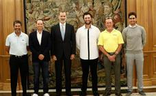 El Rey recibe a una delegación de golfistas encabezada por Olazabal