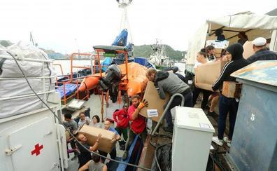 El 'Aita Mari' llevará ocho toneladas de ropa de abrigo a los refugiados de Lesbos