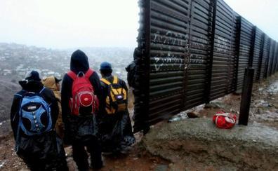 Trump sugirió al Gobierno que se autorizase disparar en las piernas a los inmigrantes