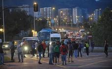 Nueva mañana de colapso en los accesos al Gran Bilbao por la huelga del metal