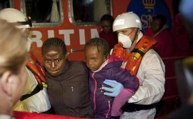 Muere un niño de 6 años que viajaba en una patera rescatada en Almería