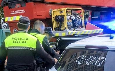 Arrestado un hombre tras acuchillar a su mujer y atrincherarse con su hijo de dos años en Vitoria