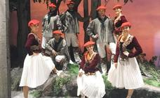 Eneko Galdos baila con Aukeran en la zarzuela 'El Caserío', en Madrid