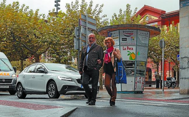 Ya se instalan los nuevos pasos peatonales sobreelevados para mejorar la accesibilidad