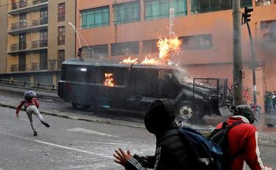Manifestantes indígenas toman la Asamblea Nacional de Ecuador al grito de «¡fuera Moreno!»