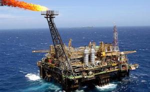 El crudo repunta un 2% por la explosión en el petrolero iraní