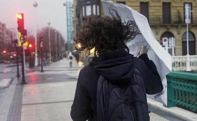 Un lunes en el que sigue la alerta por viento fuerte y llega un frente frío con lluvias