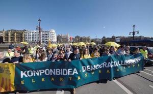 Gure Esku Dago convoca concentraciones ruidosas esta tarde y una manifestación el sábado en San Sebastián