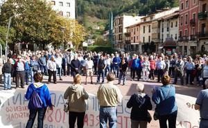 Se reúnen doscientos pensionistas un lunes más