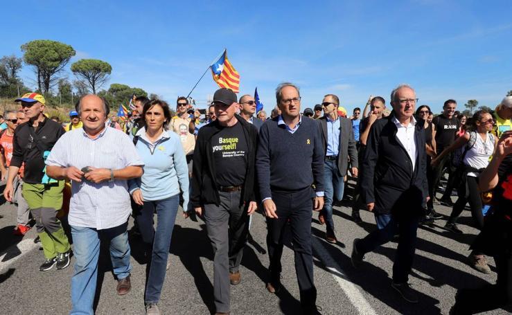 Ibarretxe acompaña a Torra en una marcha por carretera contra la sentencia del procés