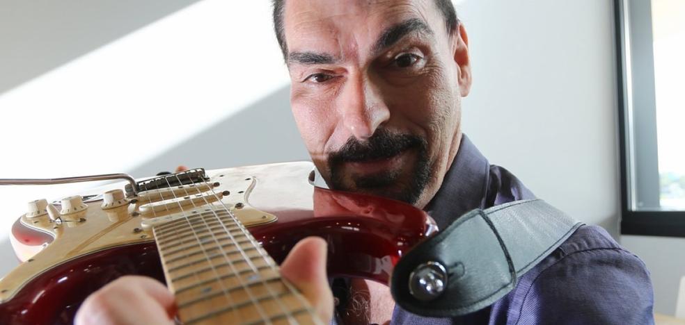 «Soy un guitarra graduado en Txomin, en Zorroaga, en el tajo y en informática»