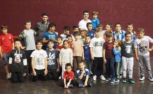 Irribarria y Altuna inauguran la escuela de pelota del Beloki