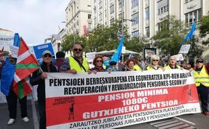 Los pensionistas guipuzcoanos se suman en Madrid a la concentración frente al Congreso